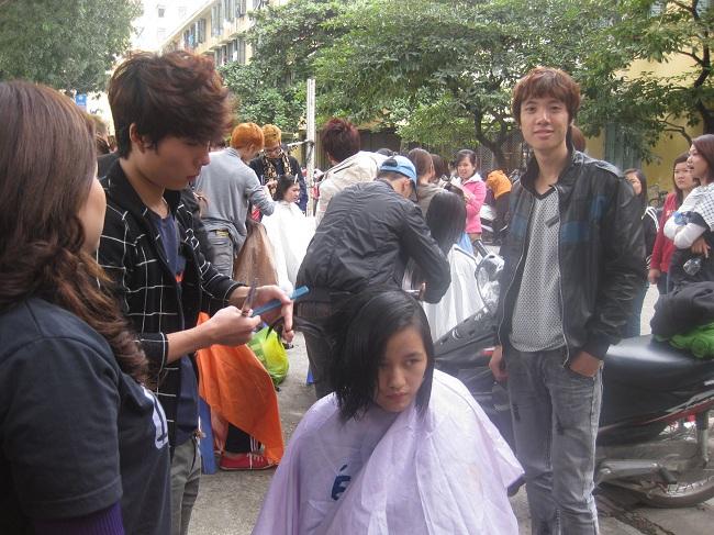 thuc-hanh-cat-toc-tai-truong-tphh-nguyen-trai_-lai-thieu-jpg_1